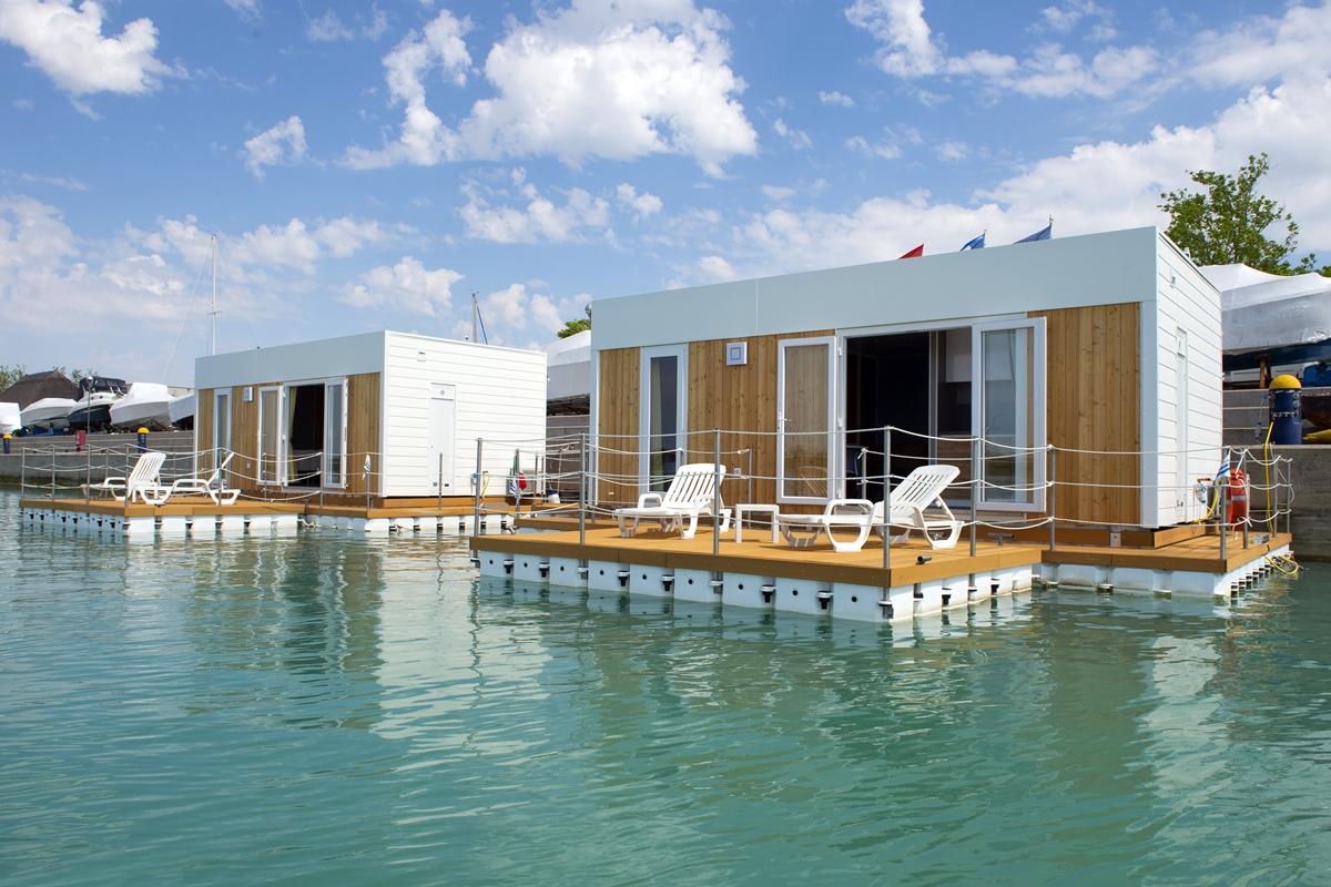 floating resort lignano adria holidays. Black Bedroom Furniture Sets. Home Design Ideas